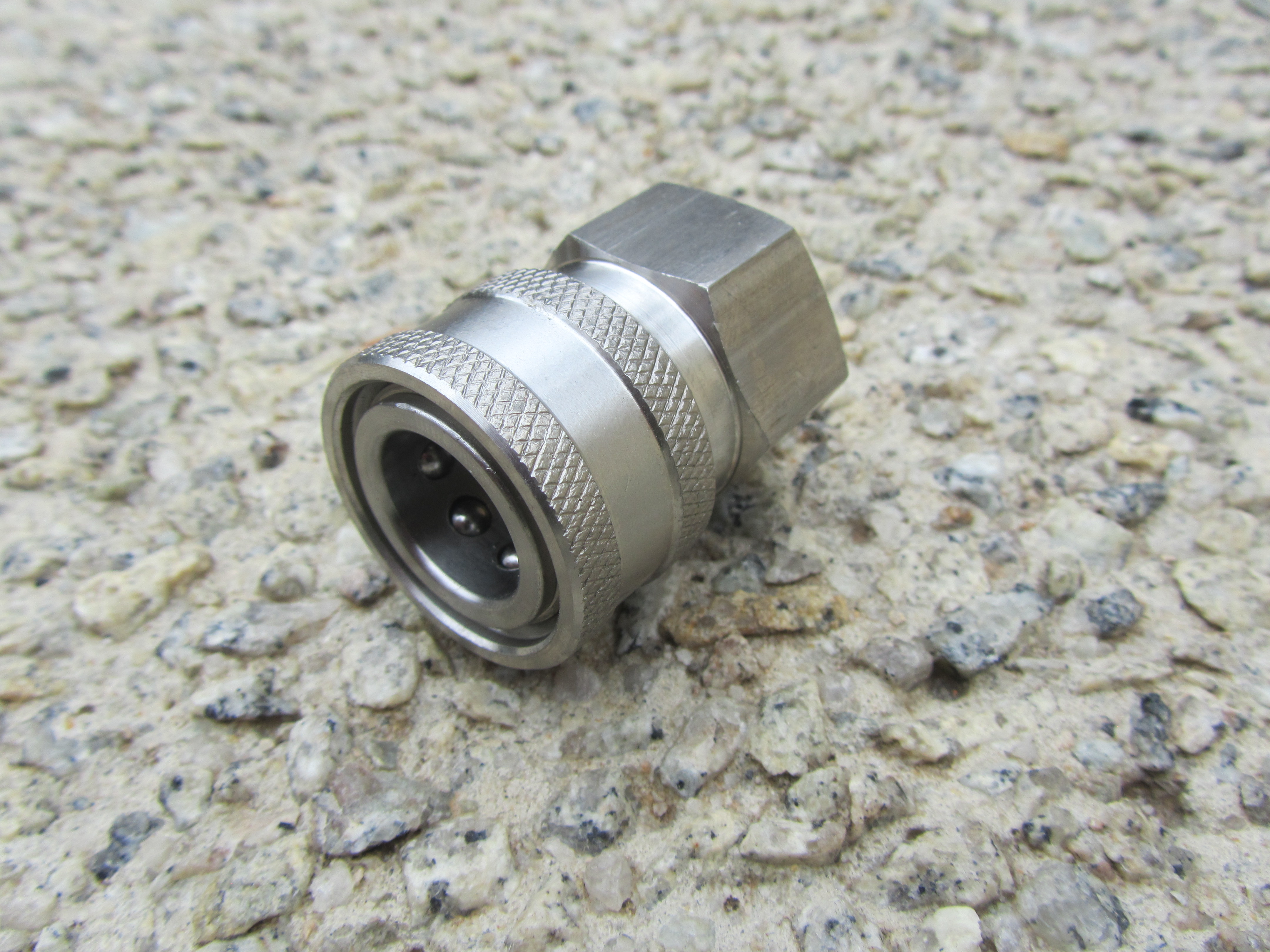 3|8 BSP F to 3|8 F Stainless Steel QC Coupler 5000psi